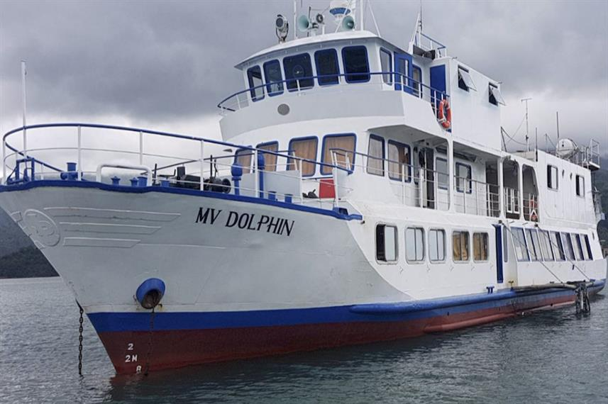 dolphin liveaboard